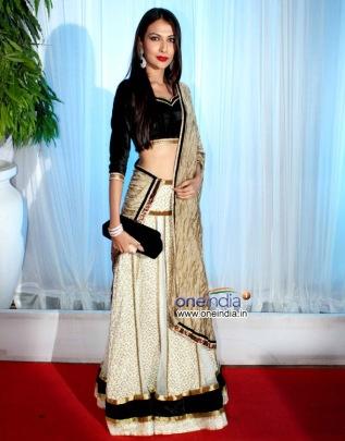 esha-deol-bharat-takhtani-wedding-reception_black simple lehenga