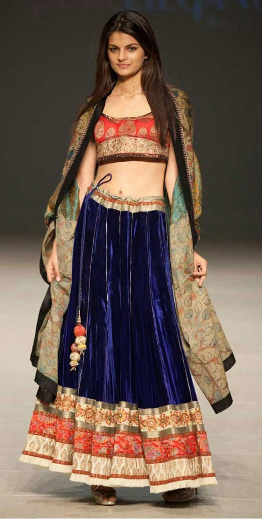 Bridal Pakistani Dresses Suits Mehndi Designs Pic Jewellery