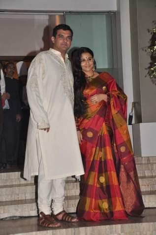 Vidya Balan sangeet saree red simple sari