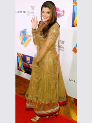 Aishwarya Rai zee_cine_awards_anarkali lehenga