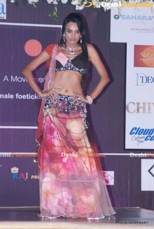 reception funky lehenga beti fashion show simple lehenga