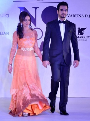 Saha deol beti fashion show orange simple lehenga