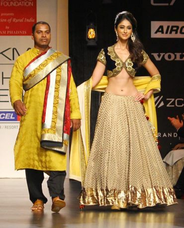 LFW-vikram-phadnis saree blouse simple lehenga 2