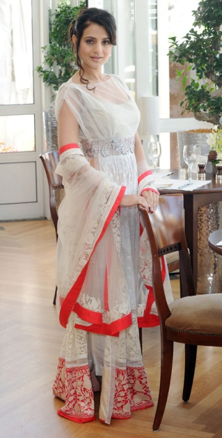 ameesha patel manish malhotra white red simple lehenga