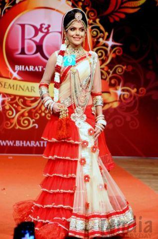 Bharat N Dorris Awards 2013 (red white lehenga)