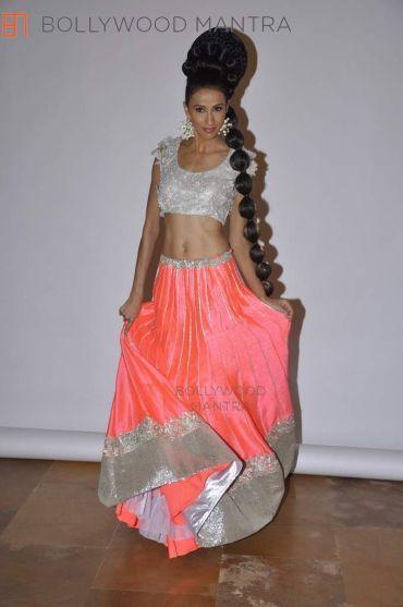 alecia-raut__amy_billimoria-bride-pink-lehenga