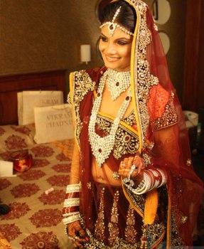 Priyanka bride sabyasachi band_baaja_bride_lehenga_choil
