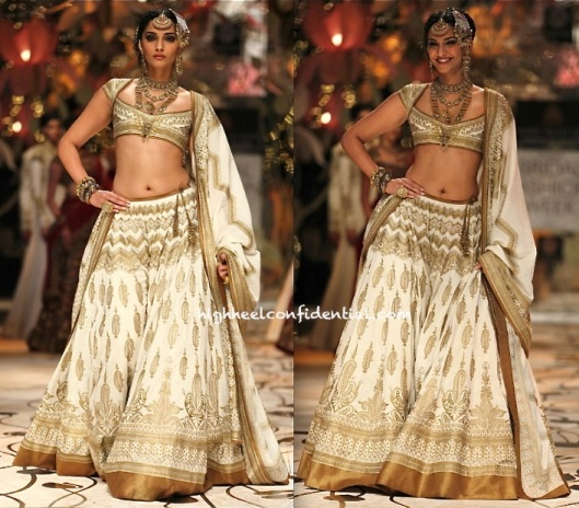 Aamby-Valley-India-Bridal-Fashion-Week-2013-Rohit-Bal-4