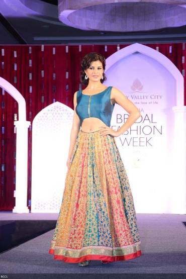 Bollywood-actress-Jacqueline-Fernandez-in-Jyotsna-Tiwari-design-during-the-press-preview-of-Aamby-Valley-India-Bridal-Fashion-Week-2013-held-in-New-Delhi-on-July-10-2013-