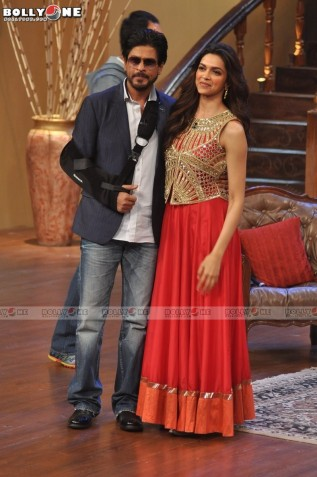 Deepika-Padukone-On-Comedy-Circus-Sets-6