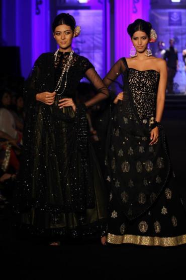 Meera Muzaffar Ali_black_lehenga