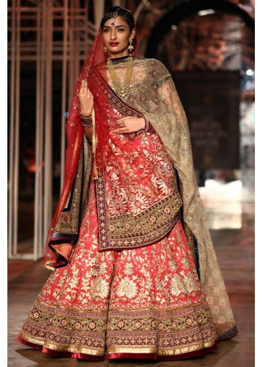 tarun-tahiliani-collection-at-the-bridal-fashion-week-happening-2013-at-delhi-19