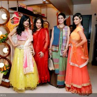 Designers-Ritu-Sakseria-Shruti-Sancheti-simple-lehenga