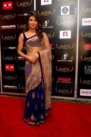 Priyanka-Chopra-in-Manish-Malhotra-at-the-red-carpet-of-SAIFTA