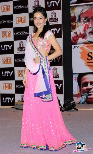 satyagraha-movie-promotion-pink_lehenga