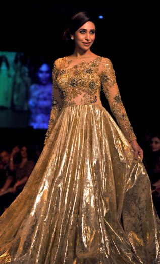 FASHION-INDIA-LAKME-gown