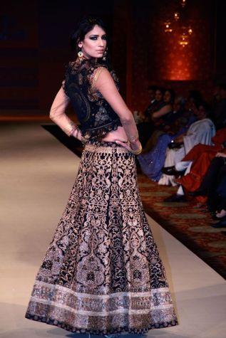 Ritu_Kumar_black_lehenga