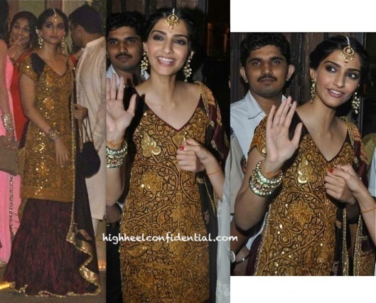 sonam-kapoor-in-anuradha-vakil-at-diwali-2013-party